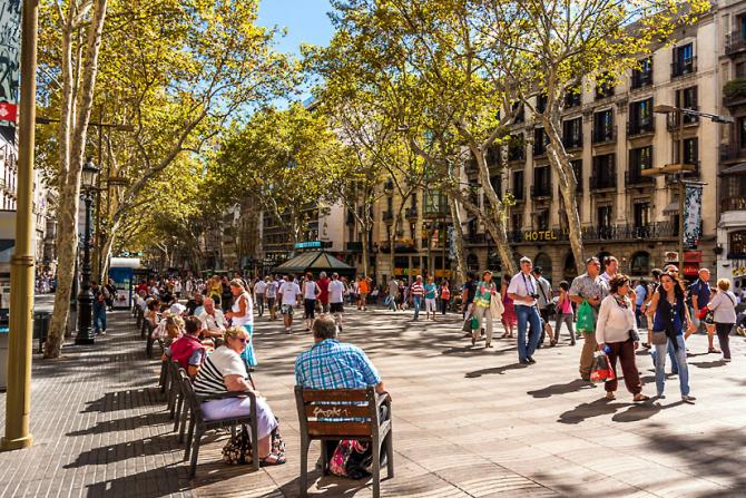 Barcelona 10.01.2016  Politica Debate de investidura del nuevo President de la Generalitat Carles Puigdemont, en la foto besando a su esposa. FOTO  RICARD CUGAT