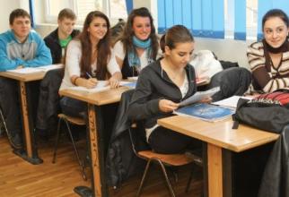Elevi români