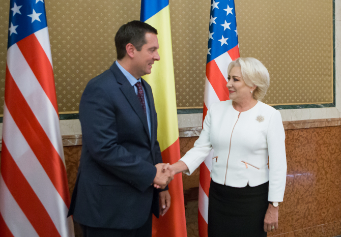Premierul Viorica Dancilă și Devin Nunes la întâlnirea de la Palatul Victoria. Foto: gov.ro