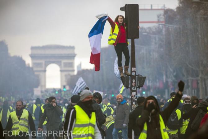 Franța: Proteste VIOLENTE. Haos la Paris. Sunt lupte de stradă | Stiri  Diaspora