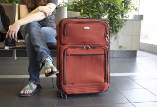 femeie bagaj valiza