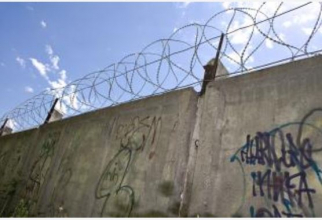 https://www.freepik.com/free-photo/barbed-wire-wall_522071.htm#page=3&query=prison&position=4