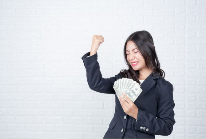 https://www.freepik.com/free-photo/business-woman-holding-banknote-cash-separately-white-brick-wall-made-gestures-with-sign-language_4284251.htm#page=1&query=rich%20woman&position=36