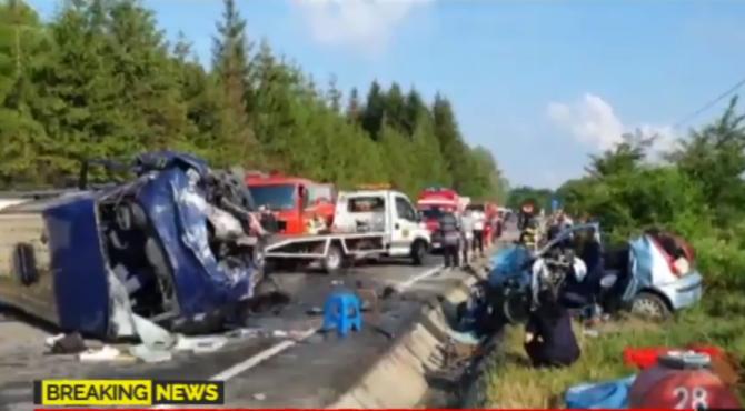 2. -imagine fara descriere- (accident_vrancea_microbuz_romani_vidra_morti_iunie2020.png)