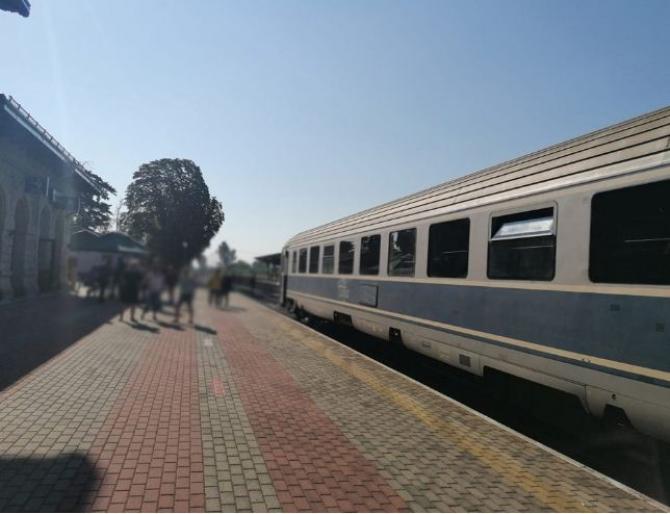 tren_fara_locomotiva
