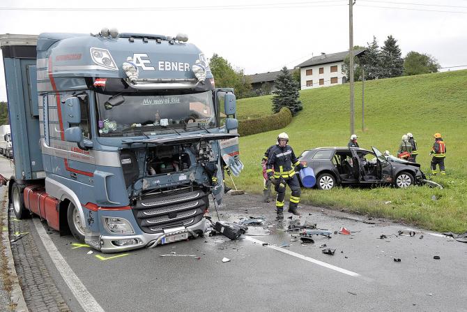 2. -imagine fara descriere- (camion_masina_austria.jpg)