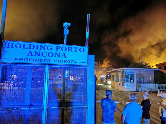incendiu_port_ancona