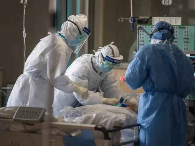 pacienti_covid_infectie