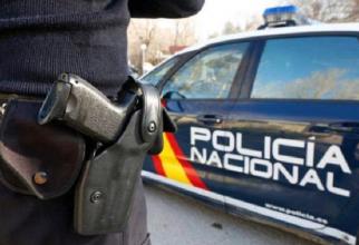 politist_spaniol_arma