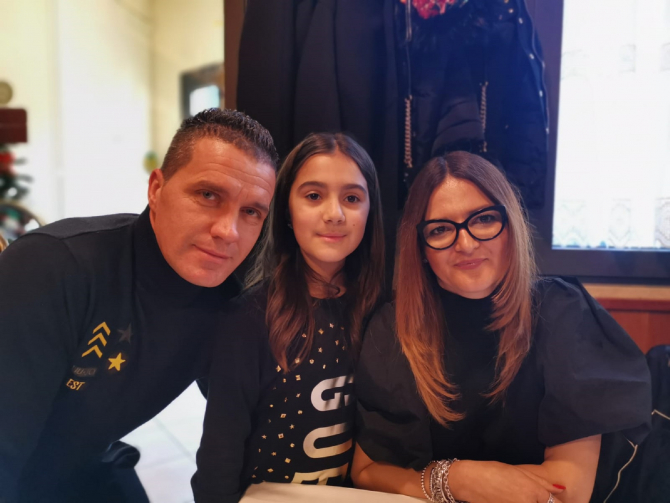 Gheorghe Constantin Popa împreună cu soția și fetița