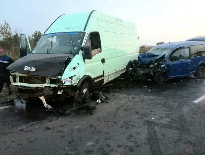 2. -imagine fara descriere- (accident_microbuz_duba_autoturism_masina.jpg)