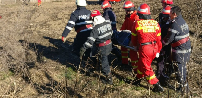 3. -imagine fara descriere- (pompieri_smurd_targa_camp_accident_isu.jpg)
