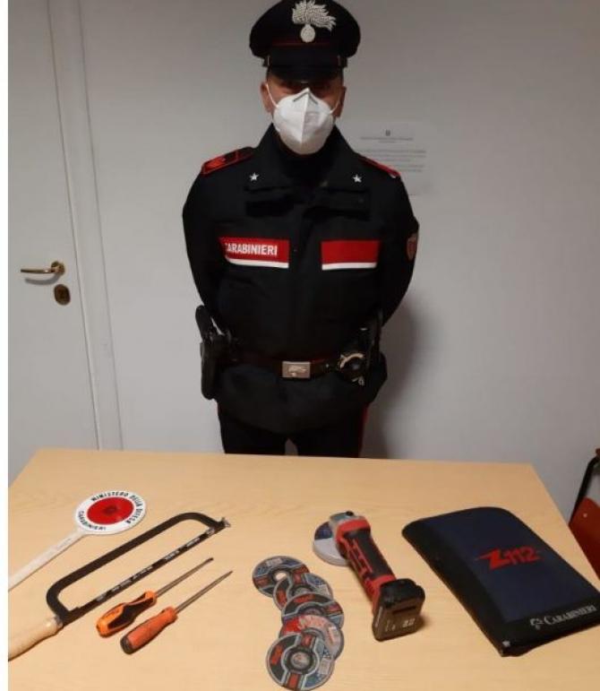 carabinieri_instrumente_detinute_de_romani