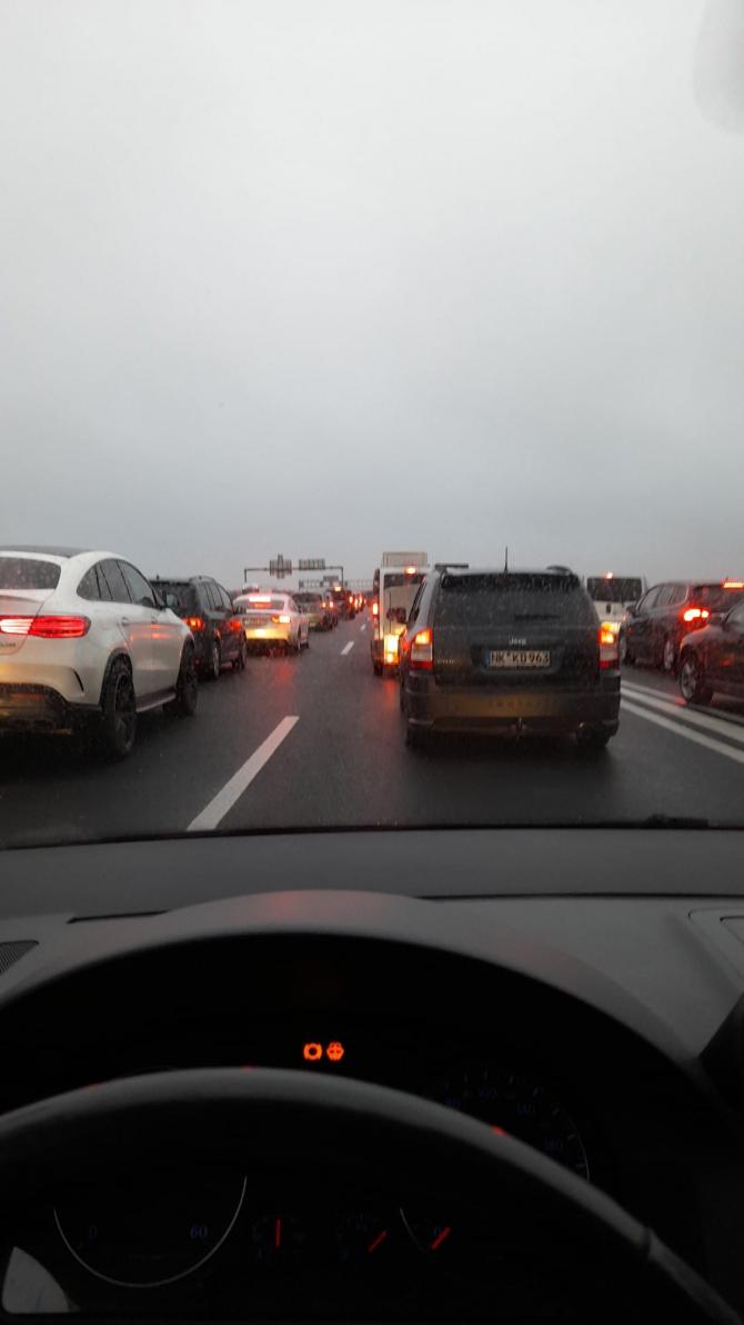 1. -imagine fara descriere- (trafic-autoturism-masina.jpg)