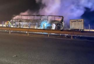 autocar_cu_romani_a_luat_foc_autostrada