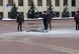 barbat_ars_in_fata_guverului_belarus
