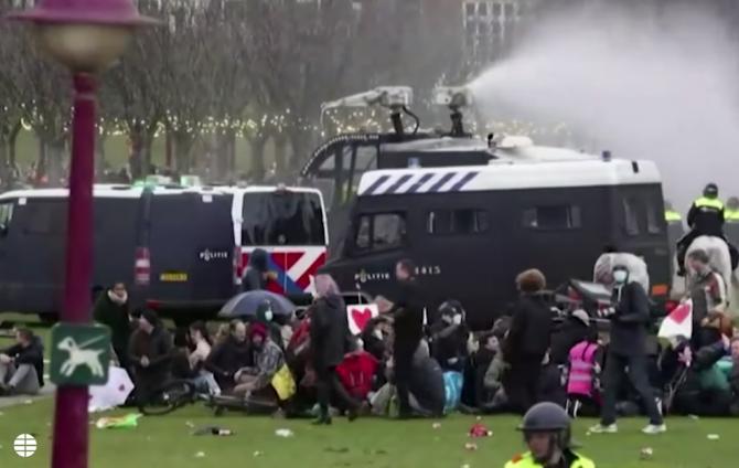 Proteste în Olanda împotriva restricțiilor anti-COVID