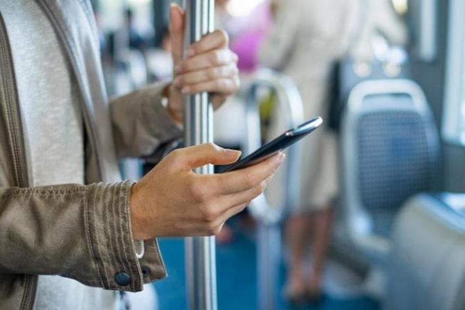telefon_mobil_autobuz