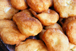 Gogoși cu brânză dulce, moi, pufoase și rapide. Bat de departe papanașii