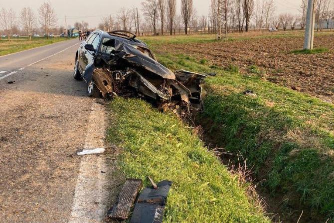 Accident teribil în Italia. 4 români grav răniți: Șoferul, inconștient, a ieșit prin parbriz. Fiu său era stătea în dreapta