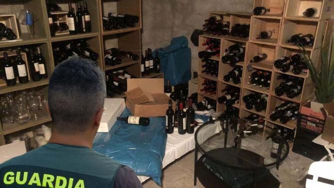 Hoți români arestați în Spania, după ce au spart vila din Ibiza a cântărețului James Blunt. (Foto: Diario de Mallorca/Garda Civilă)