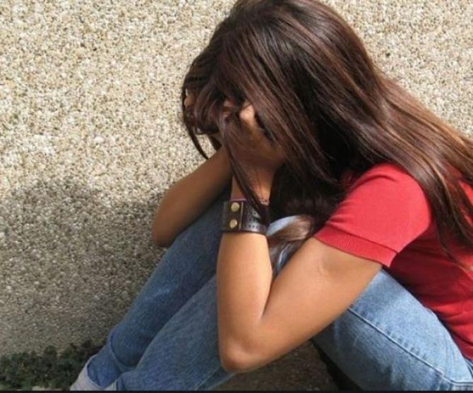 minora violata foto ilustrativ