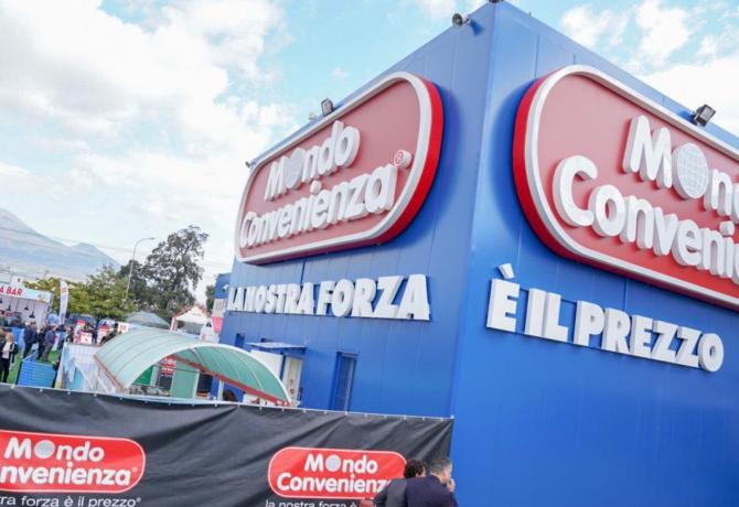 Mondo Convenienza, compania acuzată că a exploatat muncitori români