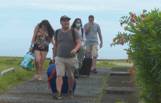 Muncitorii români ținuți în carantină într-un hotel ce fusese închis de 26 de ani, în Polinezia Franceză