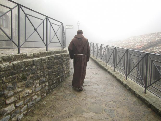 """O nouă escrocherie în România: Mai mulţi """"călugări"""" strâng donaţii. Avertismentul Poliției"""