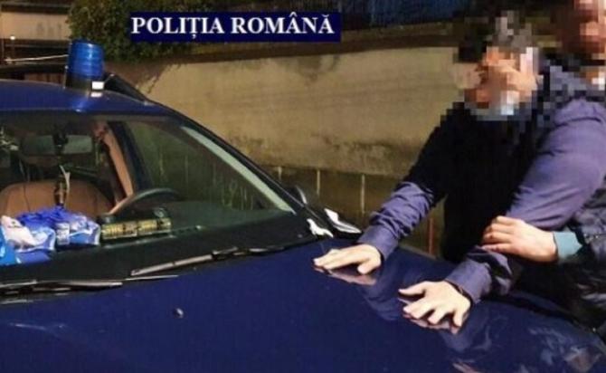 Polițist fals, prins în timp ce oprea mașini lângă Vama Nădlac. Ce le cerea șoferilor