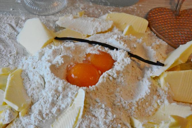 Rețetă de prăjitură deșteaptă. Se face în 15 minute și chiar se prepară singură