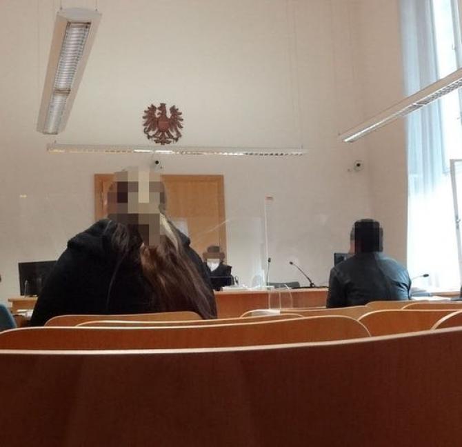 O româncă prinsă la furat în Austria i-a scuipat pe polițiști și le-a spus că are COVID. (Foto: heute.at)