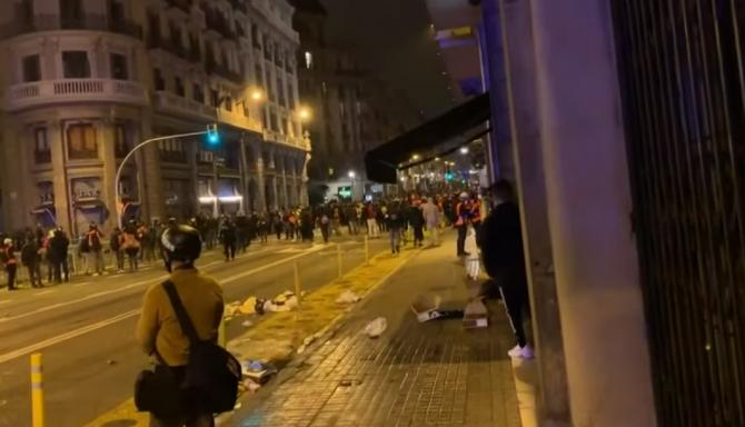 Spania: A şaptea noapte de manifestaţii la Barcelona