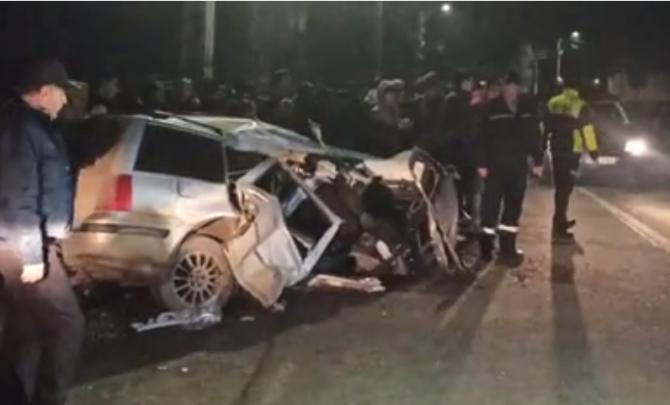 Un tânăr român  murit, alți 3 au fost răniți după ce mașina lor a lovit un stâlp de electricitate, la Bistrița