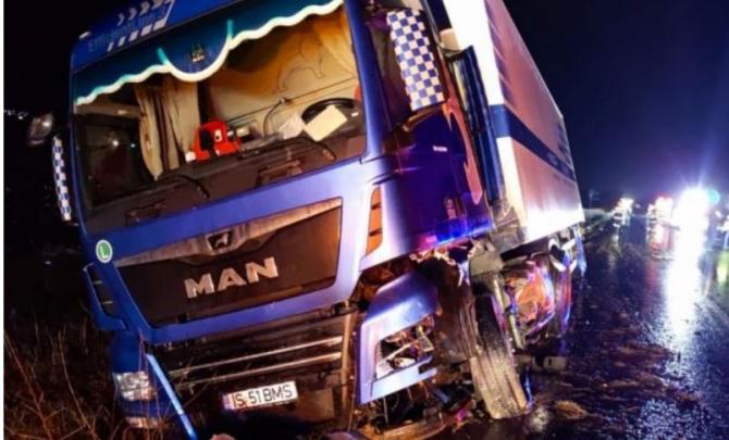 accident camion cu automobil.