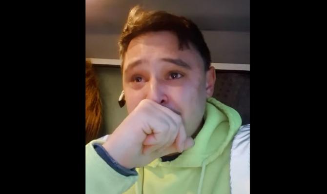 """Clipul care a emoționat milioane de români din Diaspora. Român, din străinătate, în lacrimi: """"Muncești, băi, să asiguri un trai mai bun familiei!"""""""