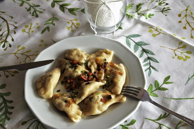 Colțunași de post cu ceapă și cartofi. Ceva simplu și delicios cu aluat moale care nu se desface în timpul fierberii