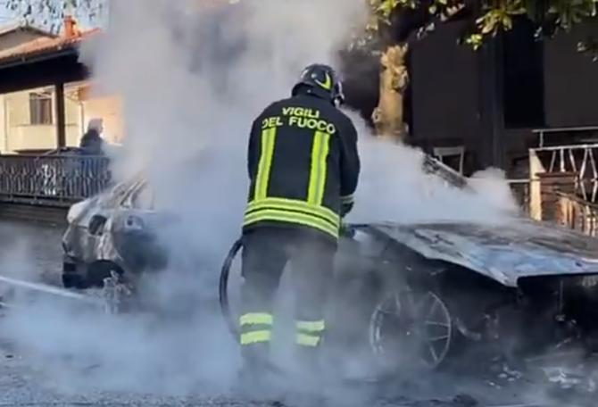 """Italia. Român salvat din mașina în flăcări de un carabinier aflat în timpul liber. """"Mulțumesc, din toată inima, acestui înger păzitor"""""""