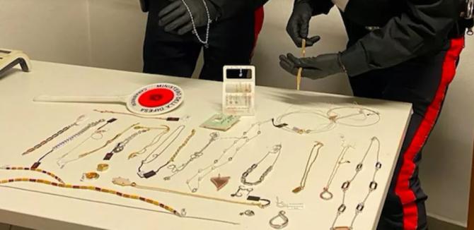 italia bijuterii furate de un roman