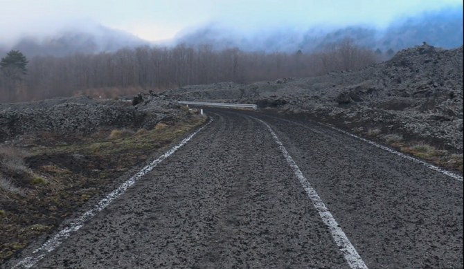 Italia. Etna, ploaia de cenușă transformă localitățile într-un peisaj de coșmar