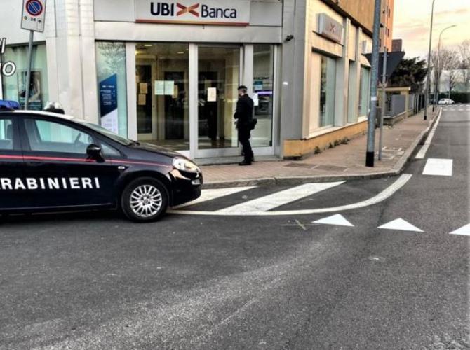 italia un roman a atacat o femeie la bancomat
