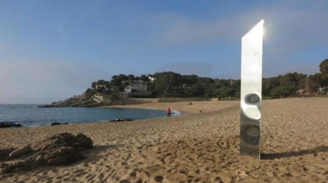 monolit plaja spania