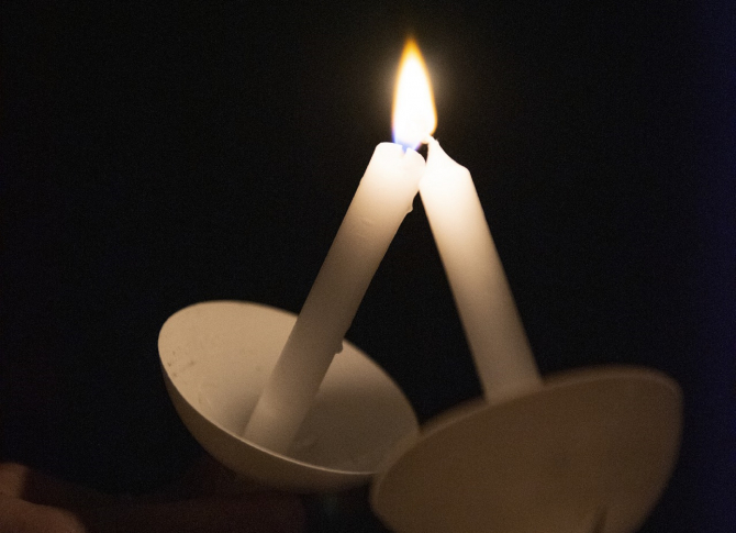 Paște 2021. Bisericile vor fi deschise în Noaptea de Înviere. Românii vor putea lua Lumină, slujba până la ora 0400