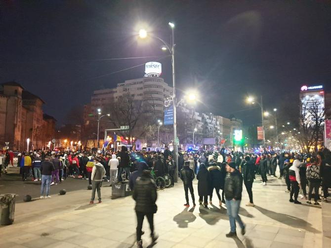 Sute de români au protestat în stradă (Foto: FB PressOne)