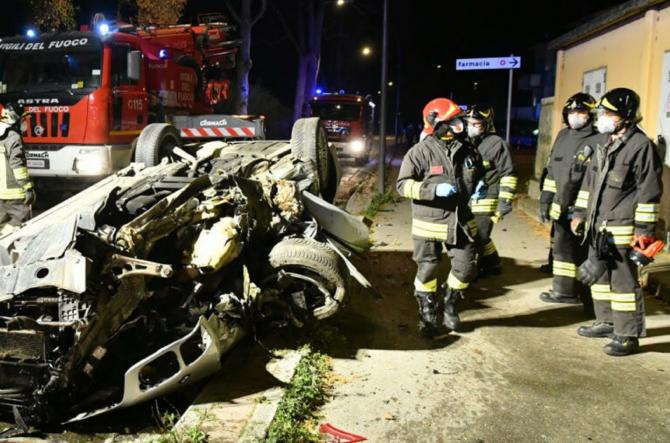 2. Sursa foto... (roman-implicat-intr-un-teribil-accident-in-italia-imagini-dramatice-de-la-fata-locului-2.jpg)