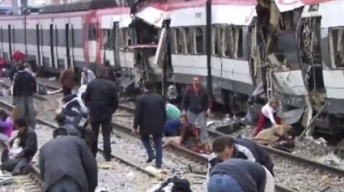 Trenuri, aruncate în aer de teroriști, în Madrid. Ambasada României în Spania, omagiu pentru cei 16 români morți