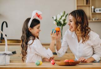 """Cum petrec Paștele românii din străinătate: """"E uimitor cum păstrează tradiţia şi aici"""""""