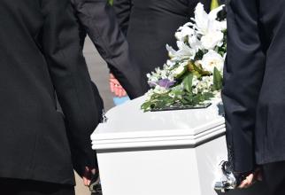 """Italia. Angajaţii firmelor de pompe funebre protestează: """"Iertaţi-ne, dar nu suntem lăsaţi să vi-i îngropăm pe cei dragi"""""""