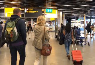 """Olanda. Un român a creat panică pe un aeroport: """"Am o bombă în bagaj!"""""""