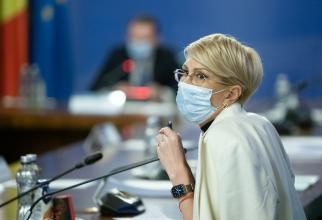 """Raluca Turcan: """"Sunt persoane care scapă de pe radarul sărăciei din România"""""""